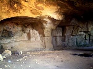 Le vaste grotte del Terrapieno, in viale San Vincenzo a Cagliari.