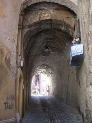 Castello: un portico.