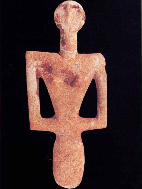 La Dea Madre di monte d'Accoddi, uno dei simboli dell'antichità sarda