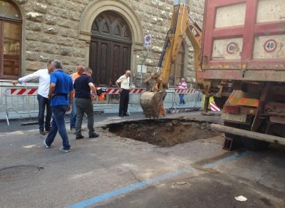 Cagliari. Via Angioi chiude per smottamento