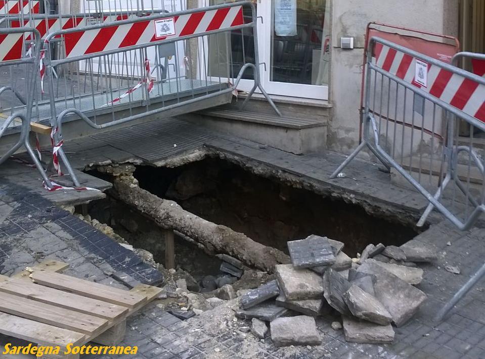 Crollo in piazza Jenne a Cagliari