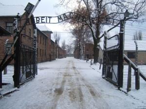 Auschwitz_Ingresso_Wikip