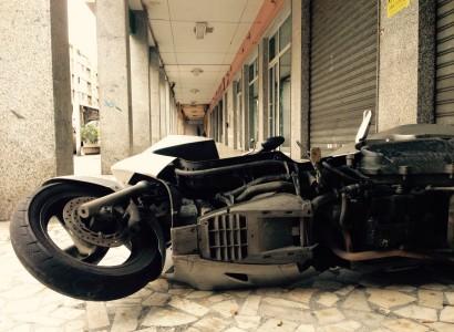 Auto e moto distrutte nella notte a Cagliari