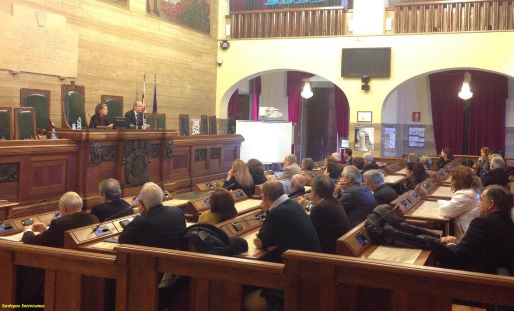 La sala consiliare del  Comune di Cagliari.