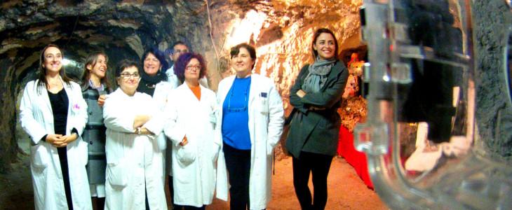 Sotto un letto d'ospedale nasce a Cagliari il presepe delle caverne