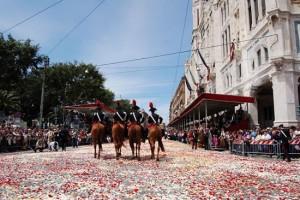 Carabinieri a cavallo nel Largo