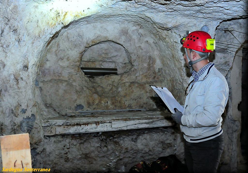 Sensazionale scoperta a cagliari un sepolcro di duemila for Piani di caverna di garage uomo