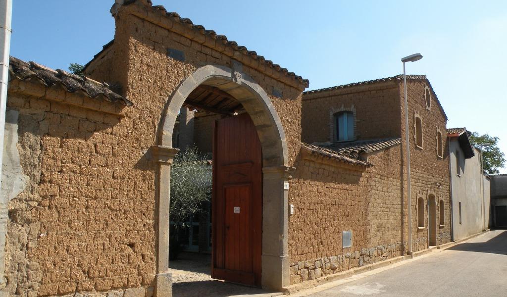 Case Di Mattoni Di Fango : File case fatte con mattoni in làrdini per le vie di pabillonis