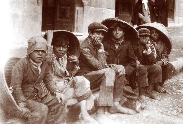 I poveri bimbi che frequentavano l'Asilo.