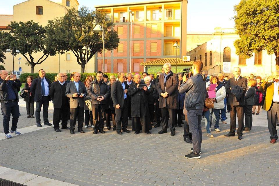 Il corteo in piazza San Cosimo.