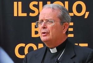 L'arcivescovo di Cagliari, Arrigo Miglio.