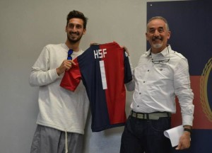 Luigi Cadeddu (a destra) con un campione del calcio.