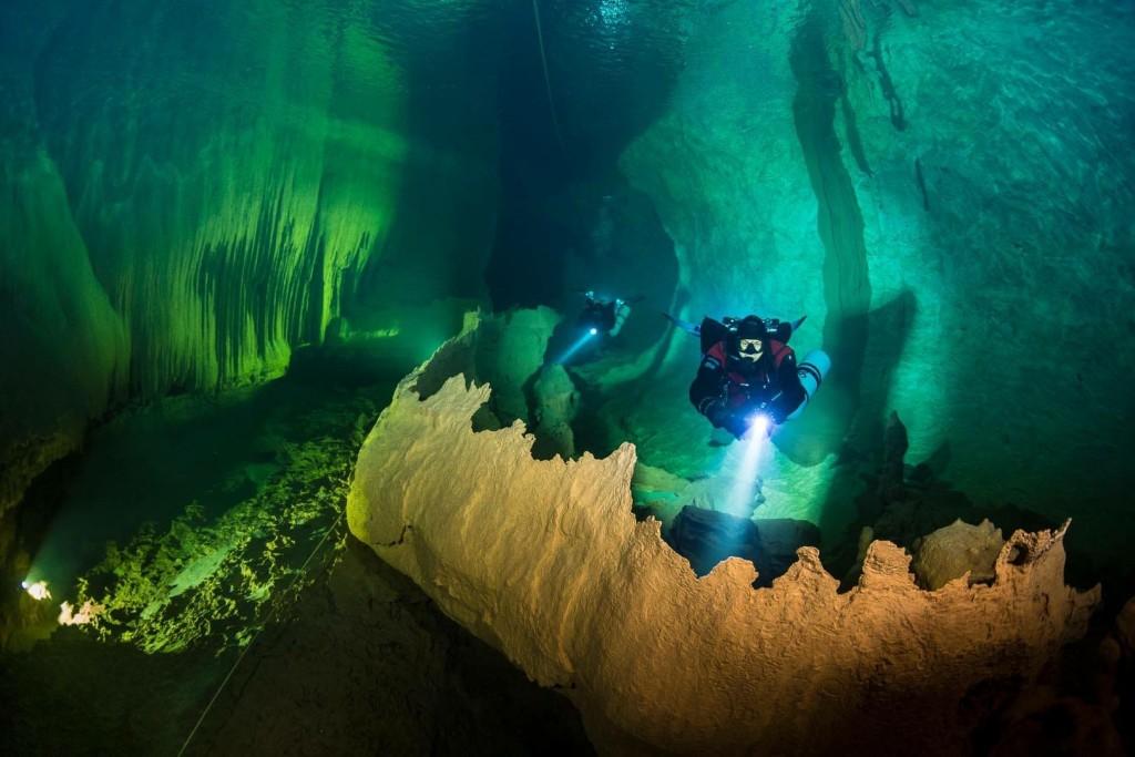 Spettacolare concrezione a un chilometro dall'ingresso della grotta.