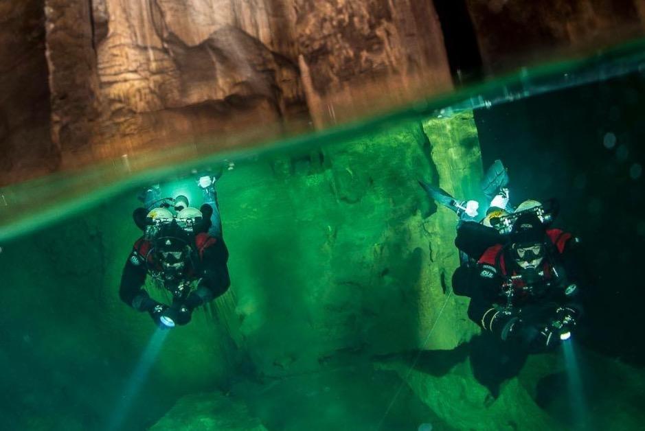 Speleologi subacquei nelle grotte del Bue Marino a Dorgali.