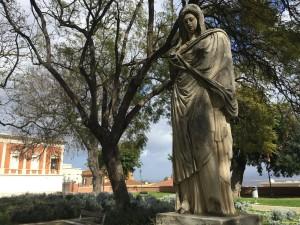 Antica statua al Giardino pubblico.