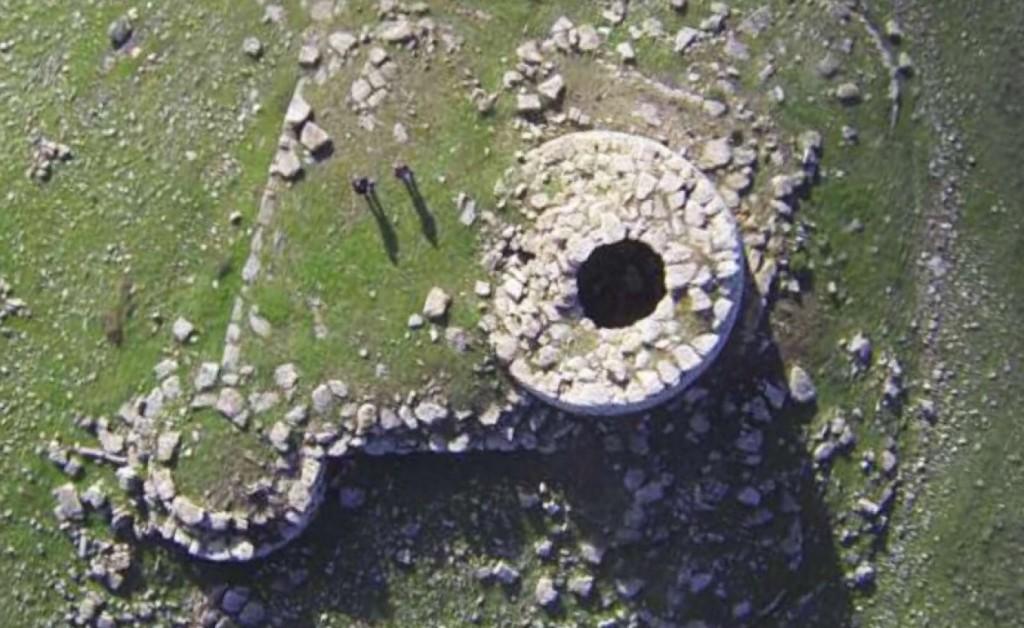 Nuraghe sotto ai fanghi? Immagine di Ettore Tronci realizzata con un drone.