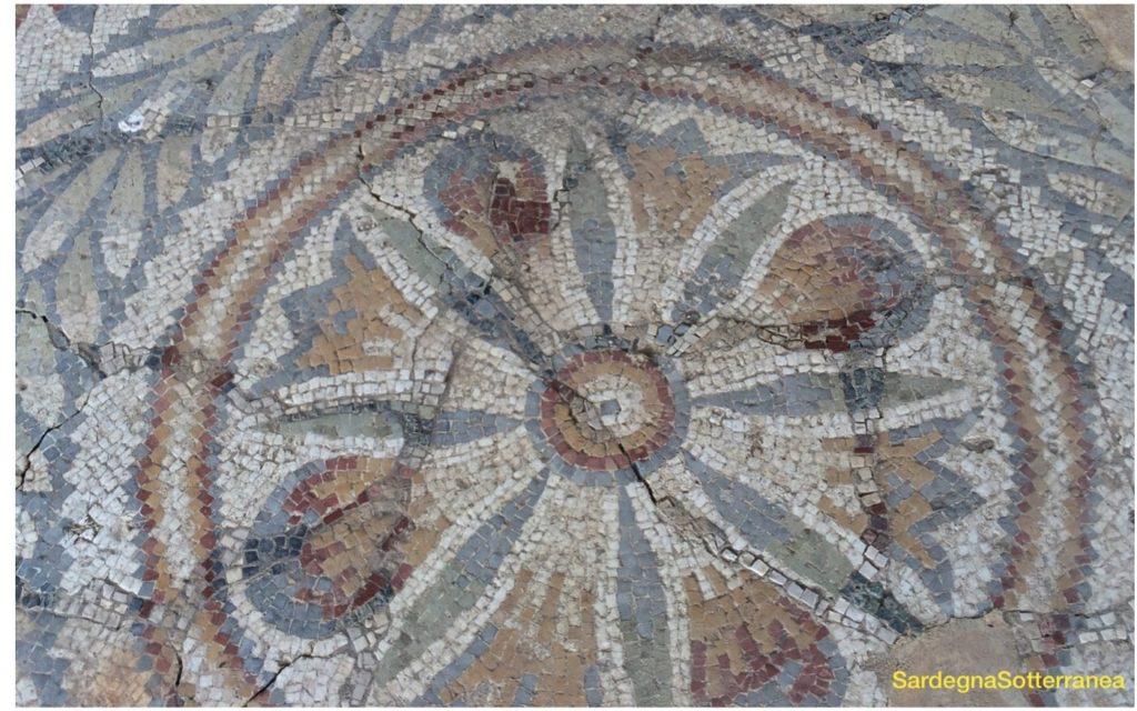 Uno dei mosaici romani di San Comazio