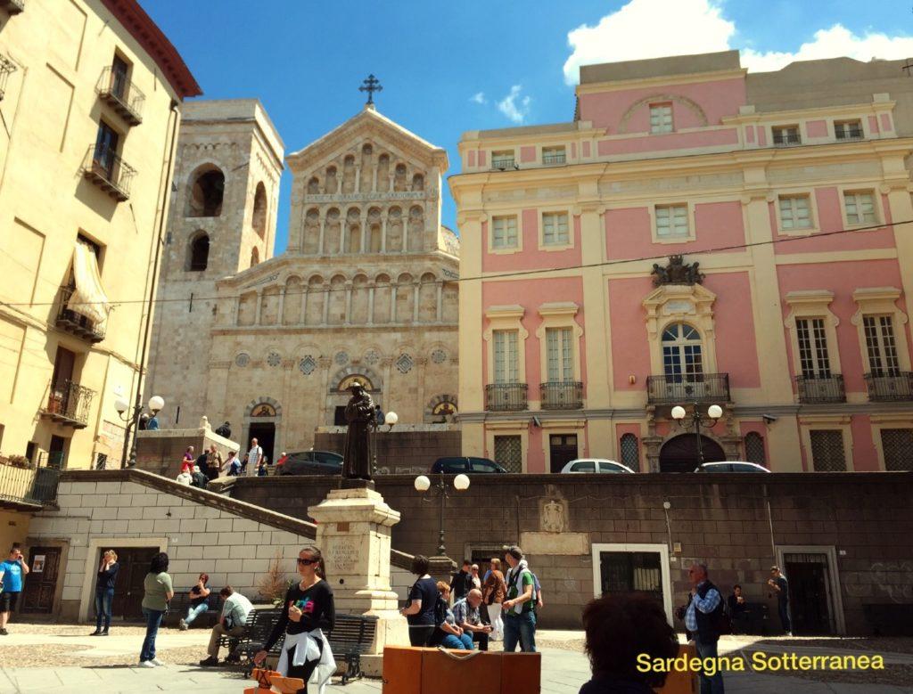 Castello_cagliari_turisti
