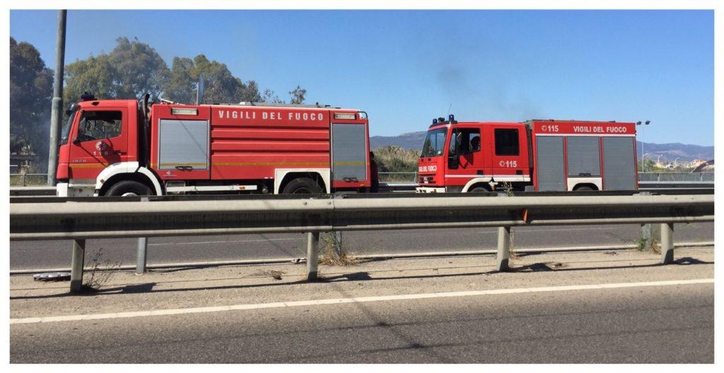 Vigili del fuoco in azione in viale Marconi