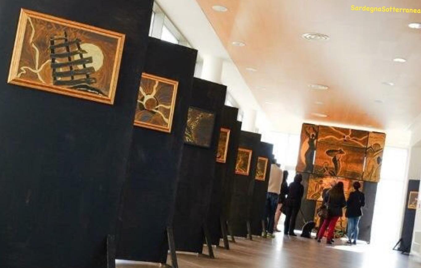 La galleria d'arte temporanea con le opere dell'artista