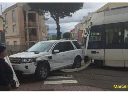 Tremendo scontro a Pirri:  collisione tra Metro e auto