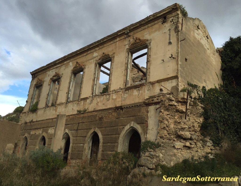 Una villa liberty abbandonata accanto alla Tomba di Rubellio