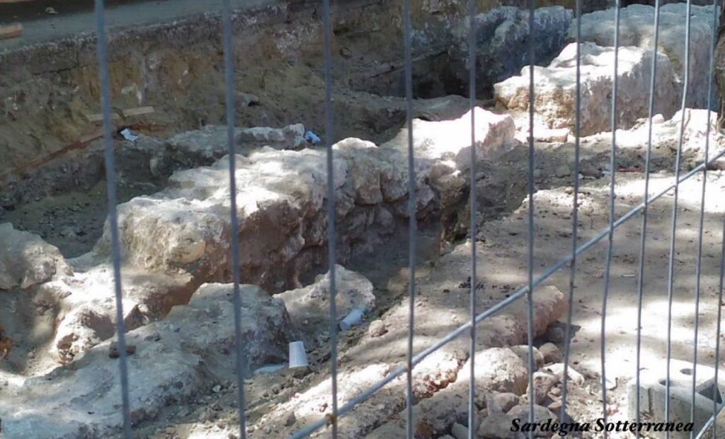 I blocchi di pietra dell'antica Cagliari.