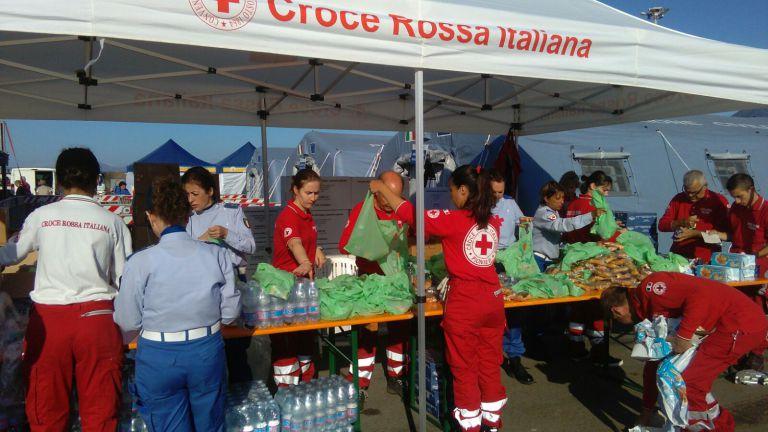 Le crocerossine impegnate a Cagliari con i migranti