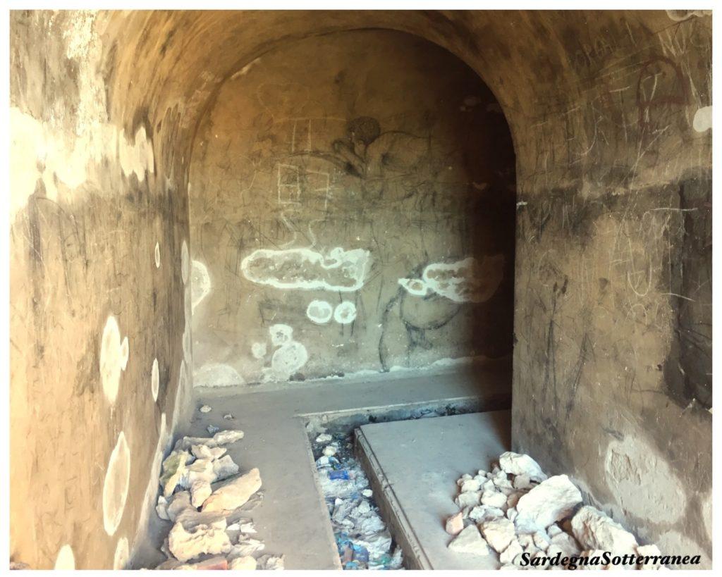Uno dei tunnel degradati sotto il Colle Sant'Elia