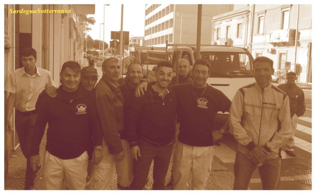 Gruppo di volontari con la società De Vizia.