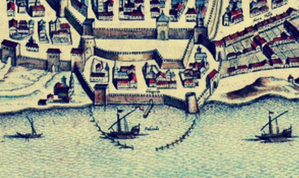 Porta d'accesso a Cagliari dal porto MEDIEVALE. Si notino i pali e il pontile.