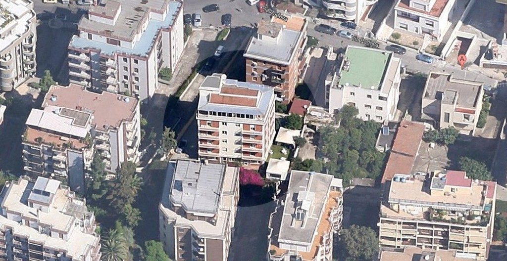 La casa per anziani Horus di Cagliari, al centro, con il suo giardino