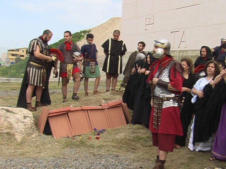 Ricostruzione di un funerale al tempo dell'antica Roma.