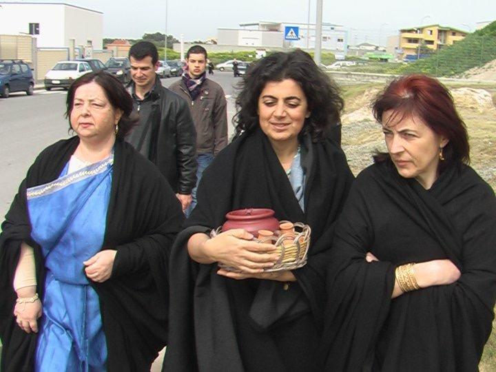 Donne che rappresentano le prediche.