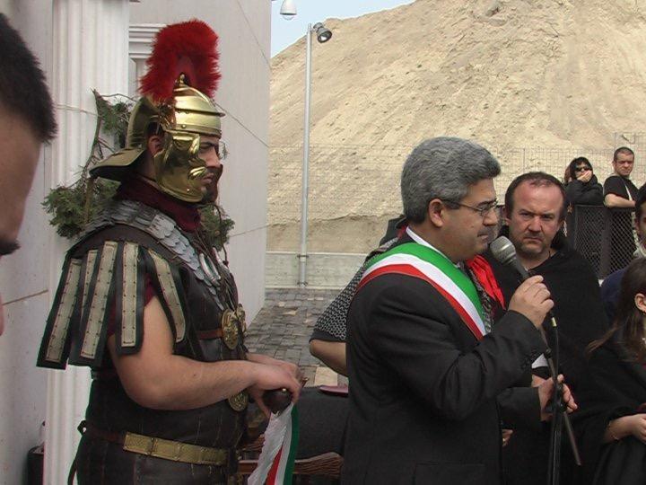 Il sindaco di Quartucciu nel comizio a Pill'e Matta. Era il 2010.