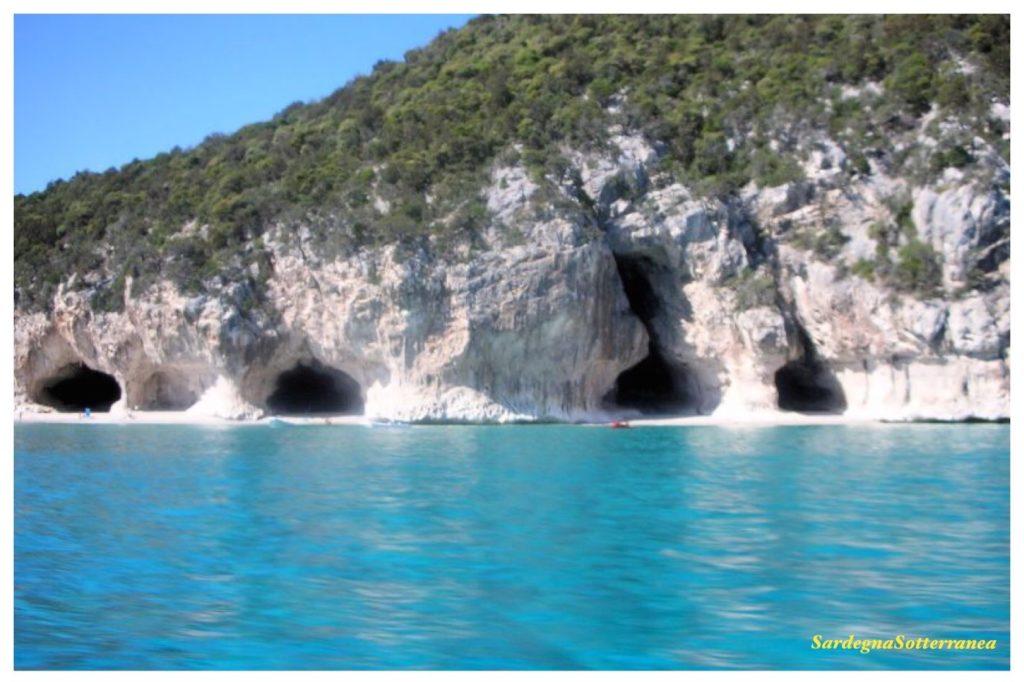 Sardegna: in tour nelle grotte del Bue Marino