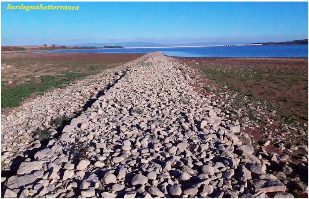 La strada romana riemersa nel lago Cixerri in Sardegna