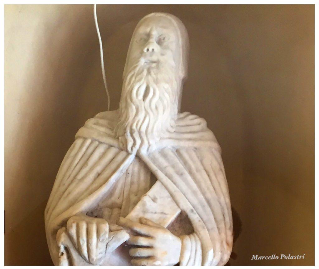 La statua nel portico di Sant'Antonio