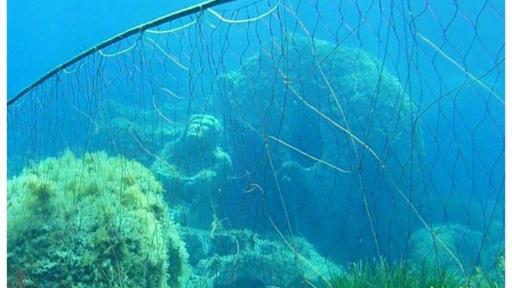 Il Cristo di Torre delle Stelle e le reti da pesca.
