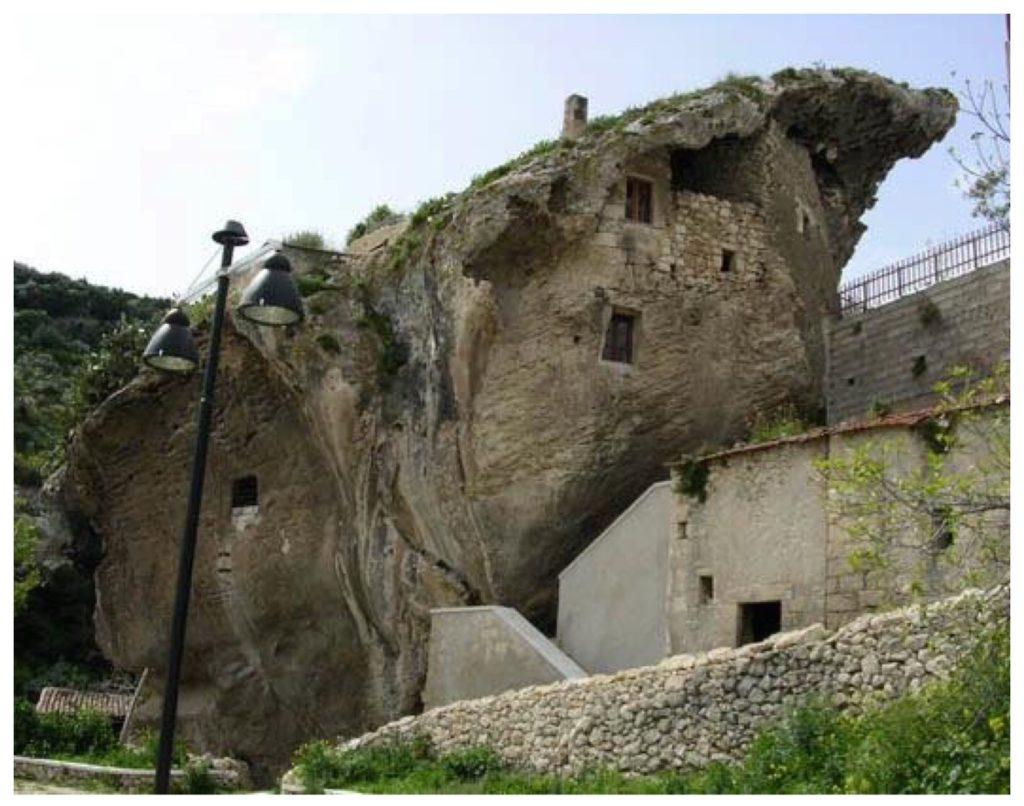 Sedini la casa nella roccia
