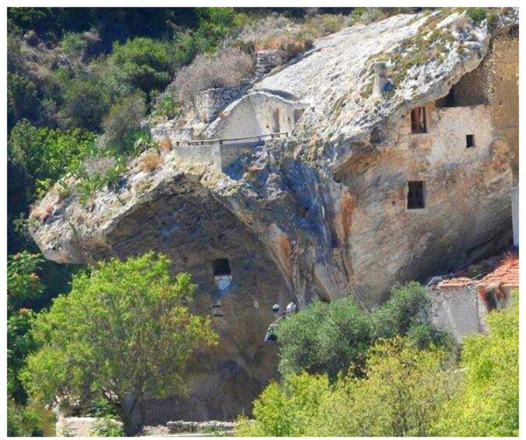 La casa nella roccia a Sedini