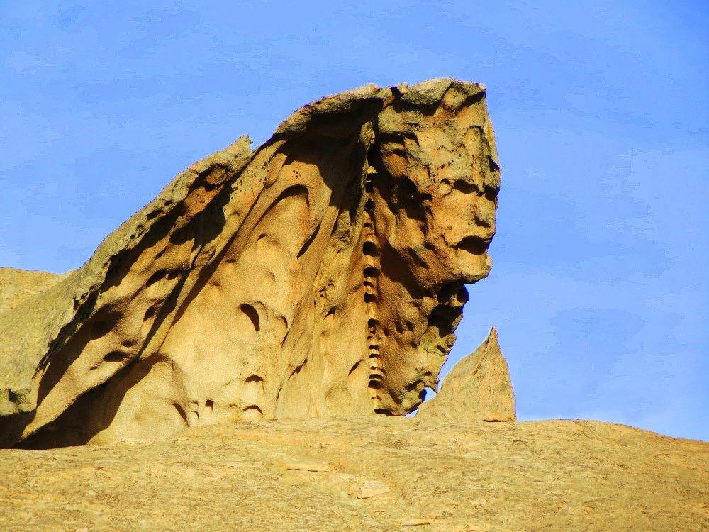 La sfinge di Arzachena, situata nell'omonimo territorio della Sardegna