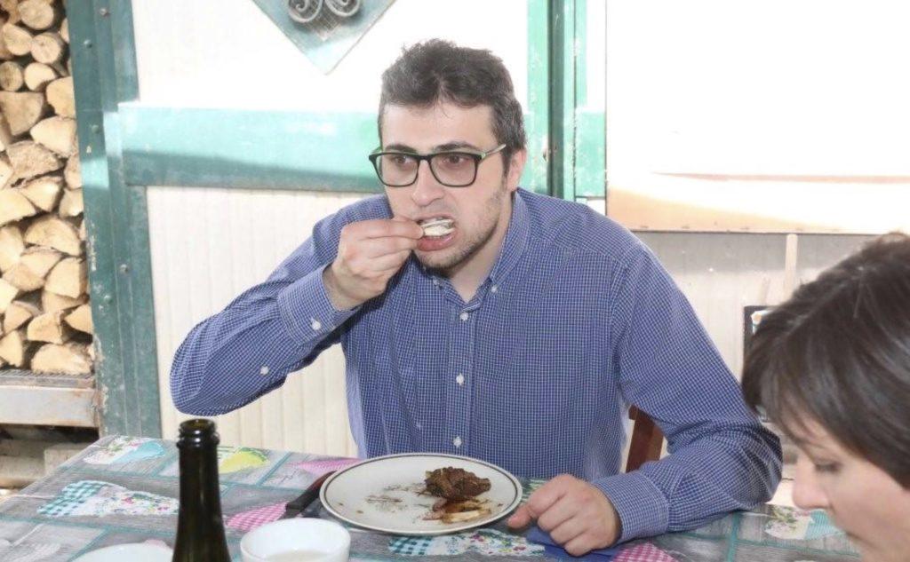 Sindaco mangia nutria