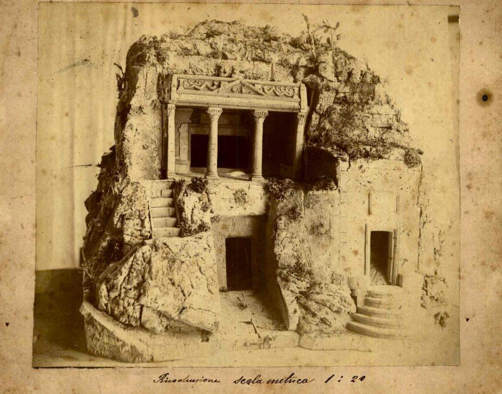 Cagliari. La grotta della vipera ritratta in un modellino del primo Novecento.