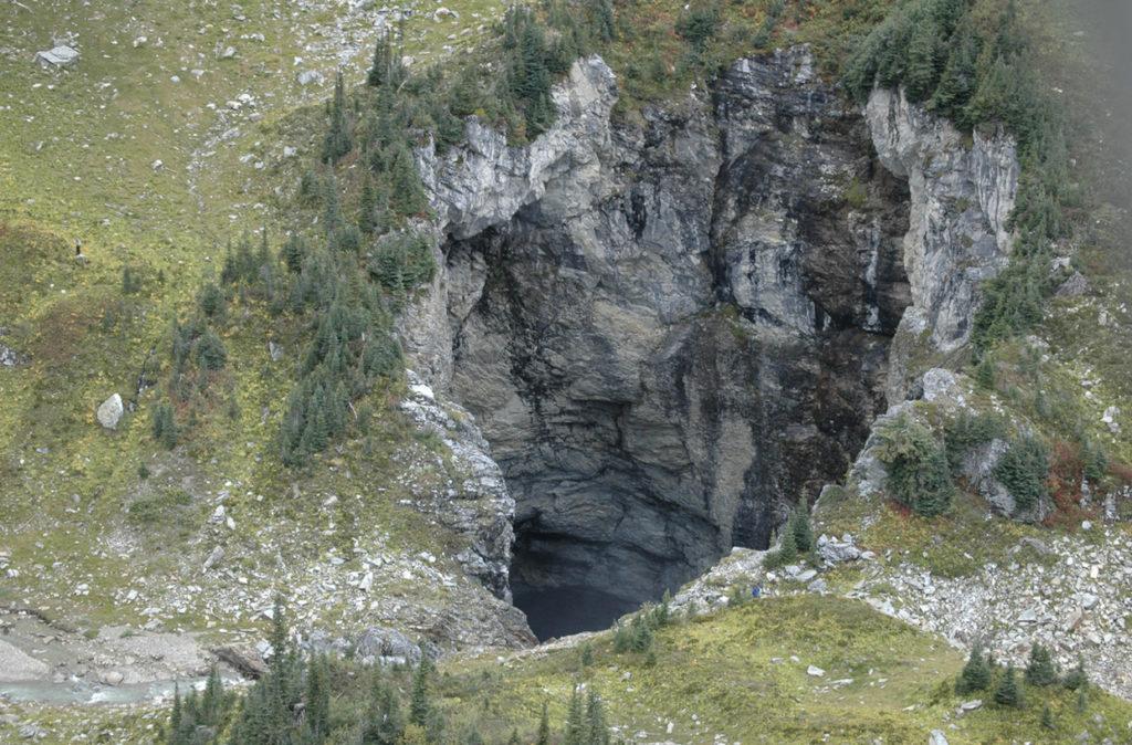 L'ingresso della caverna scoperto in Canada